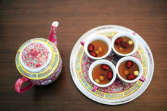 Teservis som används i kinesiskt bröllop Royaltyfria Bilder