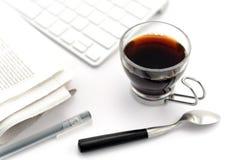 tesked för exponeringsglas för kaffekopp Arkivfoto