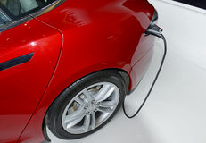 Tesla едет на автомобиле модельный s на дисплее в Нью-Йорке Стоковая Фотография