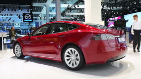 Tesla alle-elektrische Models 75D, luxe, liftback auto stock footage