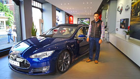 Tesla-Ausstellungsraum Stockfotos