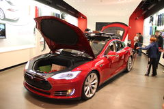 TESLA-Batterie-Elektro-Mobil Stockbild