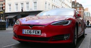 Tesla Model rojo S 90D metrajes