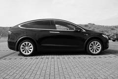Tesla modela X boczny widok czarny i biały obraz stock