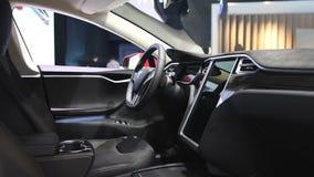 Tesla modela S 75D totalmente eléctrico, de lujo, interior del coche del liftback almacen de video