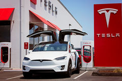 Tesla Modelx elektrische auto royalty-vrije stock afbeelding