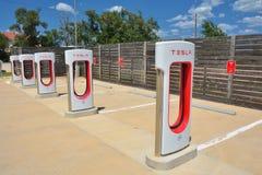 Tesla Supercharger stacja w Shamrock, Teksas Zdjęcie Stock
