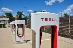 Tesla Supercharger stacja w Shamrock, Teksas Obraz Stock