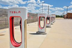 Tesla Supercharger stacja w Shamrock, Teksas Zdjęcia Royalty Free