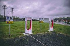 Tesla superchargers przy M8 Ballacolla stacją obsługi, obrazy royalty free