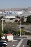 Tesla viaja de automóvel a fábrica Fotografia de Stock Royalty Free