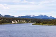 Teslin flodYukon territorium Kanada Royaltyfria Foton
