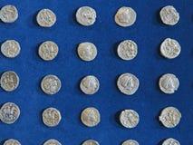 Tesoro antico della moneta Soldi rotondi d'argento timbrati fotografia stock libera da diritti