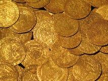 Tesoro medioevale delle monete di oro Fotografie Stock
