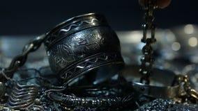 Tesoro, montón del indio nupcial de plata oriental hermoso de la joyería, árabe, africano, egipcio almacen de video