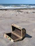 Tesoro-pecho enterrado? demasiado tarde:-) Imagen de archivo