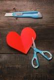 Tesouras, faca e coração do papel Fotografia de Stock Royalty Free