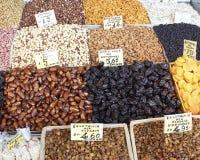 Tesouros da terra, porcas secadas & frutas Fotografia de Stock
