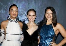 Tessa Thompson, Natalie Portman och Gina Rodriguez royaltyfri fotografi
