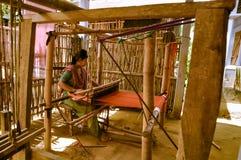 Tessendo nel Bangladesh Fotografia Stock