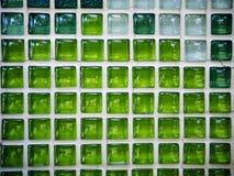 Tessere di struttura o parete verdi del mosaico Fotografie Stock