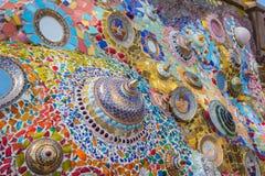 Tessere variopinte ed elementi delle terraglie a Wat Pha Sorn KaewWat Phra Thart Pha Kaewin Khao Kho, Phetchabun, Tailandia Nord- Fotografie Stock Libere da Diritti