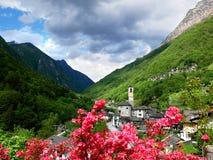 Tessin, Schweizer - Ansicht über das Lavertezzo-Dorf, ein altes Schweizer Dorf stockbild
