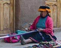 Tessitura peruviana della donna Fotografie Stock