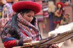 Tessitura peruviana della donna Immagine Stock Libera da Diritti