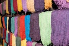 Tessitura tradizionale nelle montagne delle Ande, Perù della mano Immagini Stock Libere da Diritti
