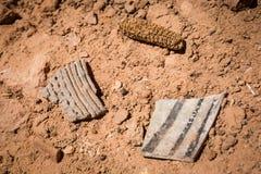 Tessons de poterie et maïs sec Images stock