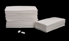 Tessuti ed aspirine di Pqaper - isolati sul nero Fotografie Stock Libere da Diritti