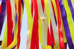 Tessuti multicolori che sono stati esposti immagine stock