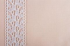 Tessuti per ricamo una traversa, un merletto ed i nastri Fotografie Stock Libere da Diritti