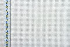 Tessuti per ricamo una traversa, un merletto ed i nastri Fotografia Stock Libera da Diritti