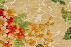 Tessuto beige, fiore rosso e verde della tappezzeria del fondo Fotografia Stock