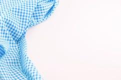 Tessuto blu della tovaglia su fondo bianco Fotografia Stock