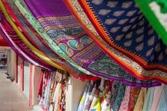 Tessuto del Dubai al mercato del souq Fotografia Stock