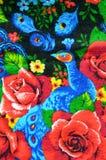 Tessuto della flanella con le rose e un pavone Fotografie Stock