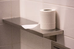 Tessuto di bagno sullo scaffale Fotografia Stock Libera da Diritti