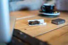 Tessuto felpato sulla tavola nella barra fotografia stock