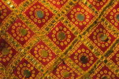 Tessuto indiano tradizionale con gli ornamenti Immagine Stock