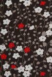 Tessuto nero del fondo con i fiori rossi e bianchi Immagine Stock Libera da Diritti