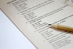 test Angielszczyzna test wybiera właściwą odpowiedź Angielskiej gramatyki próbny prześcieradło Wieloskładnikowego wyboru testa eg zdjęcia royalty free