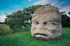 Testa colossale di Olmec nella città di La Venta, Tabasco Fotografia Stock
