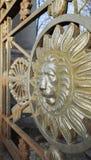 Testa del leone nel telaio rotondo, la decorazione Fotografia Stock Libera da Diritti