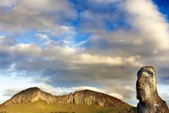 Testa del moai con la montagna Immagine Stock Libera da Diritti