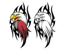 testa dell'aquila calva con la mascotte tribale del fumetto del fondo può usare per il logo di sport Fotografia Stock