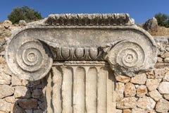 Testa della colonna nella città antica di Letoon, Mugla fotografia stock