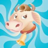 Testa della mucca con il segnalatore acustico sull'azzurro Fotografia Stock Libera da Diritti